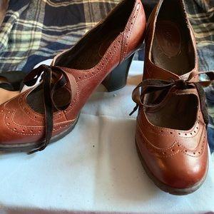 Adorable Oxford Wingtip heels